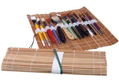 TRAN bamboo roll-up brush holder
